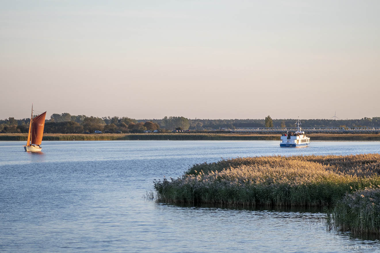 MS River Star fährt zur Meiningenbrücke